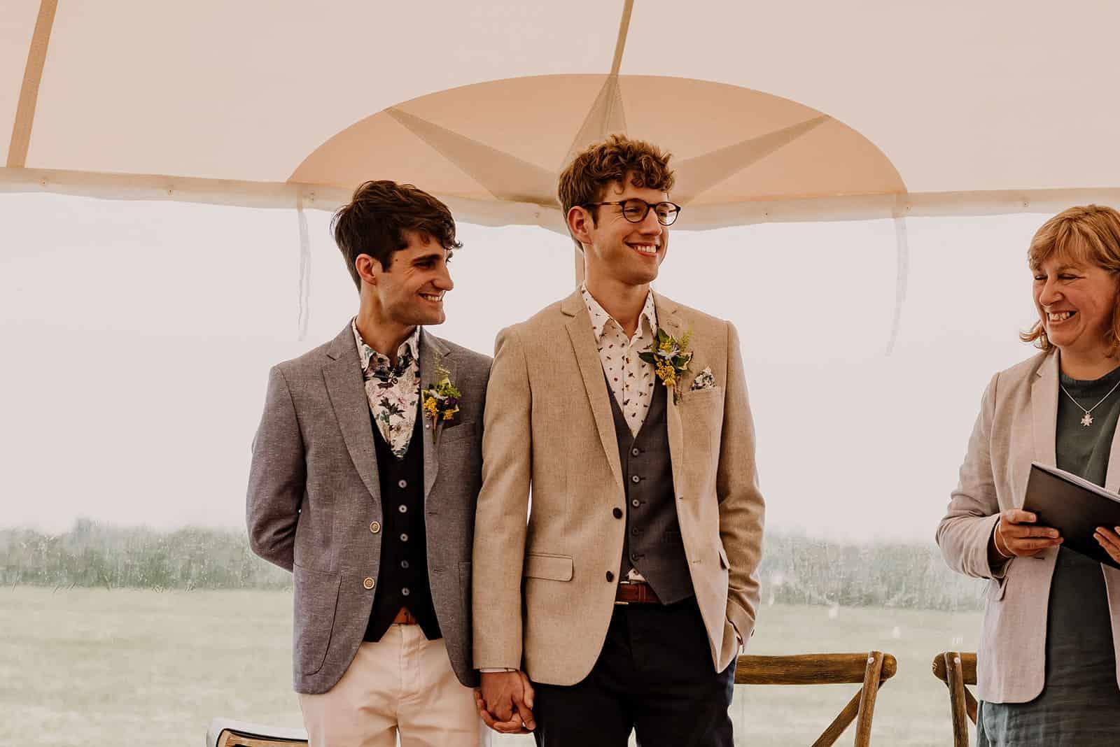 newdowns-farm-wedding-ceremony-cornish-celebrants-tom-peter-0015